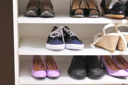 下駄箱に並べられた靴