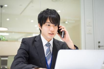 交渉中の営業マン