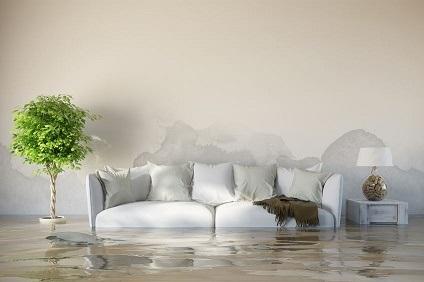 水浸しのソファー