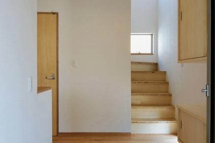 新居の階段
