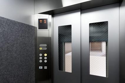 高層マンションのエレベーター
