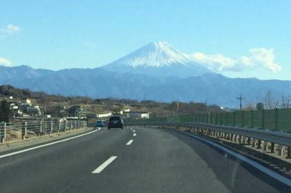 高速道路と富士山