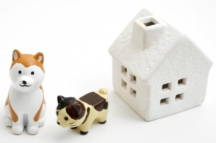 ペットと家の置物