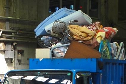 リサイクルセンターの回収車