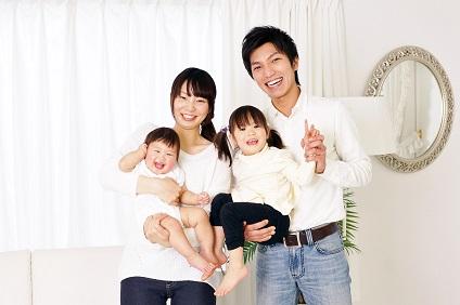 夫婦と小さい子供