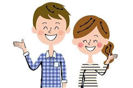 笑顔の若い夫婦