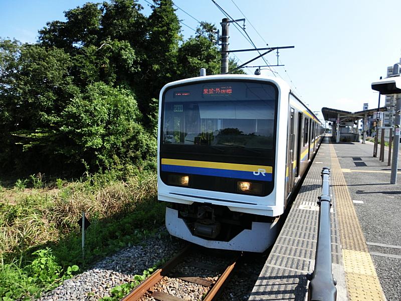 大網駅東金線のホームと普通列車