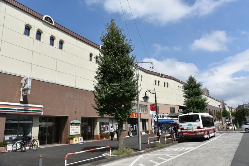 小田急線狛江駅前