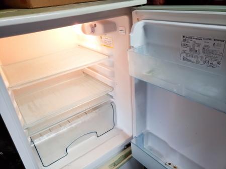冷蔵庫の水抜きをする